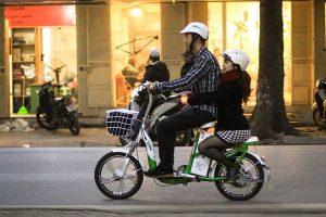 Những lưu ý khi đi xe đạp điện mùa đông