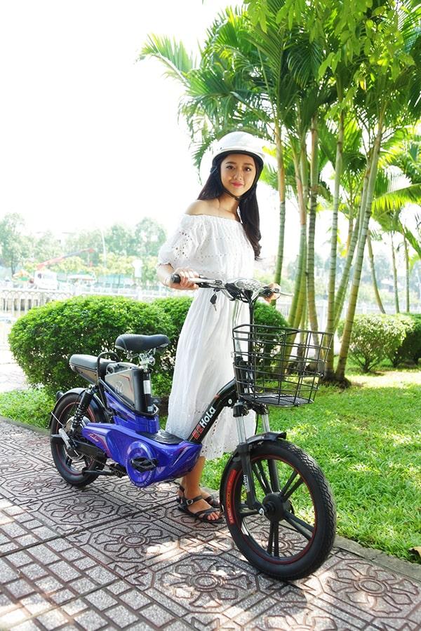 Xe đạp điện là một phương tiện rất phù hợp với phái nữ